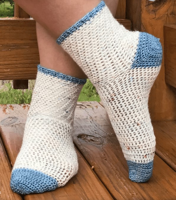 Walking on Clouds - These free crochet sock patterns are the perfect gift to those who always seem to lose a pair or who prefer to keep their toes toasty at all times. #freecrochetsockpatterns #crochetsockpatterns #crochetpatterns